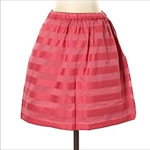 Xtra small GAP skirt - adorable on the body-